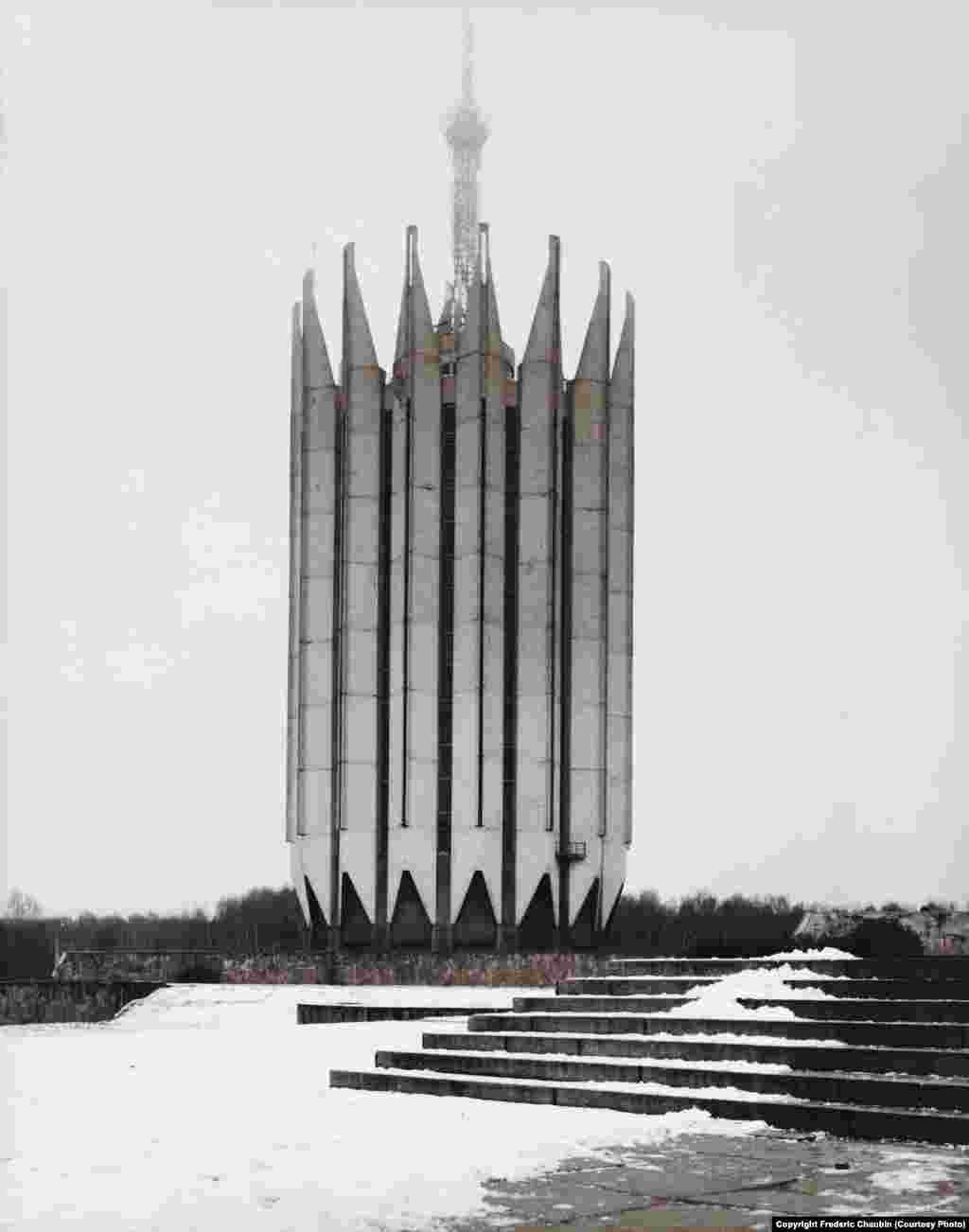 Інститут робототехніки й технічної кібернетики в Петербурзі. Архітектори: С. Савін та Б. Артюшин. 1987 рік