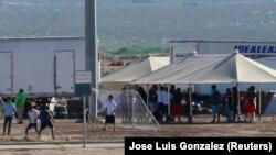 Дети в лагере для мигрантов в штате Техас, США, июнь 2018 года