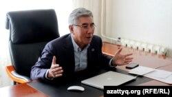 ЖСДП партиясы лидері Жармахан Тұяқбай. 19 қазан 2016 жыл.
