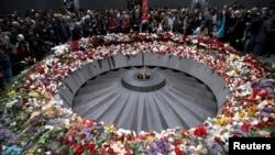 Հայաստան, Երևան - Հայոց ցեղասպանության զոհերի Ծիծեռնակաբերդի հուշահամալիրը 2015-ի ապրիլի 24-ին