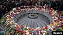 Мемориальный комплекс жертв Геноцида армян Цицернакаберд, 24 апреля 2015 г.