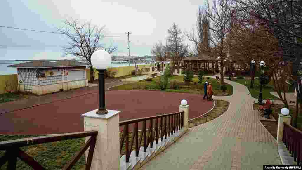 Реконструкцію прилеглого до набережної скверу імені Караєва майже завершили