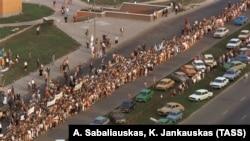 Живая цепь протеста, протянувшаяся от Вильнюса до Таллина, 1989 г.