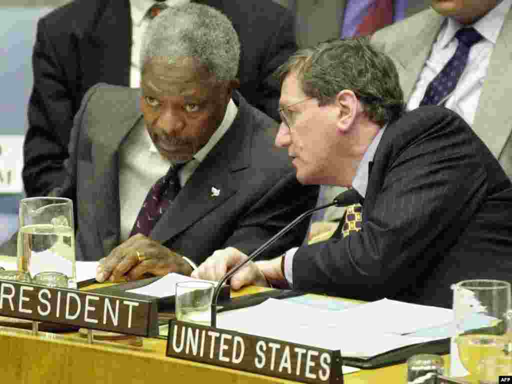 Richard Holbrooke, then the U.S. ambassador to the United Nations, confers with Secretary-General Kofi Annan during a Security Council meeting on the Democratic Republic of Congo on January 26, 2000.