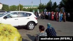 """""""Berkararlyk"""" etraby, möhür nobaty, Aşgabat, 30-njy iýul, 2013."""