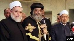 من اليمين شيخ الازهر وبابا الاقباط ومفتي الديار المصرية (الارشيف)