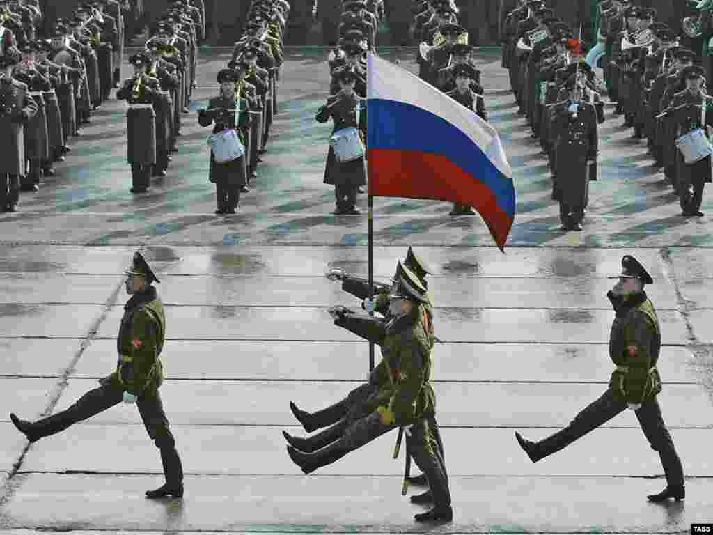 Генеральная репетиция военного парада ко Дню Победы в Алабино