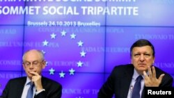 Белги -- Европан Кхеташонан президент Ван Ромпёй ХIерман а (аьр), Еврокомиссин куьйгалхо Баррозу Жозе Мануэл а (аьр).
