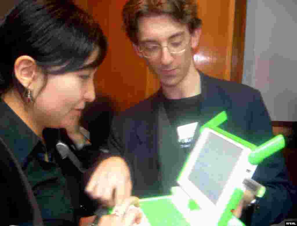 سموئل کلاین مدیر محتوای «یک لپ تاپ برای هر کودک» لپ تاپ معروف صد دلاری را توضیح می دهد