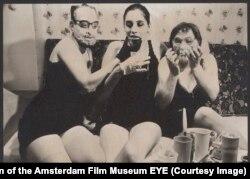 Кадр из фильма Франса Звартьеса Eating