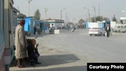 Узбекско-таджикская граница в Бекабаде.