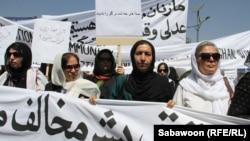 تظاهرات در کابل علیه قتل زنی جوان در پروان. چهارشنبه ۲۱ تیر ۱۳۹۱ - ۱۱ ژوئیه ۲۰۱۲ .