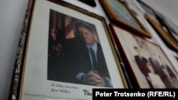 Фотография 42-го президента США Билла Клинтона с личным автографом. Алматы, 12 декабря 2016 года.