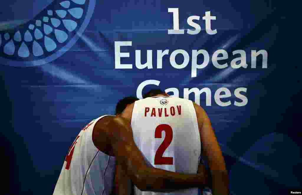"""На первом месте в общекомандном зачете оказалась российская сборная, на счету которой - 79 золотых, 40 серебряных и 45 бронзовых медалей. Министр спорта России Виталий Мутко заявил, что выступление на Европейских играх было """"прелюдией"""" перед летними Олимпийсками играми в Рио-де-Жанейро. Он также сказал, что Россия может рассмотреть возможность проведения Европейских игр в будущем. По мнению Мутко, на прием Европейских игр могут претендовать Сочи и Казань."""