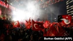 Susținători ai Partidului Republican al Poporului, de opoziție, celebrează victoria în alegerile locale în capitala, Ankara