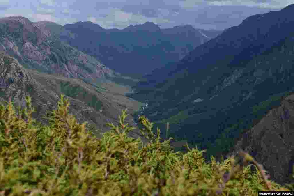 Часть ущелья Кора, в котором находится водопад Бурханбулак.