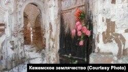 Кежма. Деревенская церковь, незадолго до затопления