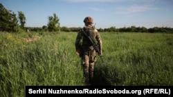 Передові позиції військових полку «Азов» у селі Травневе, неподалік села Новолуганське, Донецька область. 5 червня 2019 року