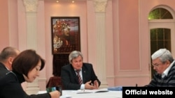 Türkmenistanyň Russiýa Federasiýasyndaky ilçihanasynda geçen metbugat konferensiýasy, 18-nji dekabr, 2009-njy ýyl.