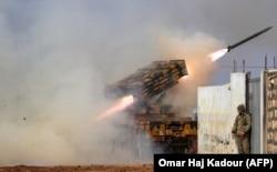 Турецкая артиллерия наносит удар по силам сирийской армии в провинции Идлиб, 14 февраля 2020 года