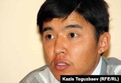 «Жезбұйда» ұйымының төрағасы Талапбек Тынысбек. Алматы, 4 қазан 2011 жыл.