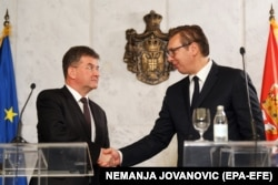 The EU's special representative for the Pristina-Belgrade dialogue, Miroslav Lajcak (left) and Serbian President Aleksandar Vucic shake hands after their meeting in Belgrade on October 15.