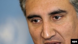 Pakistani Foreign Minister Shah Mehmood Qureshi praised the Obama administration's new approach to Afghanistan in remarks to reporters in The Hague.