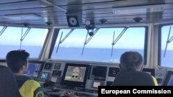 130-те души са спасени, когато гумените им лодки започнали да потъват в морето край Либия