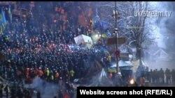 Pamje nga goditja e policisë kundër demonstruesve në Kiev