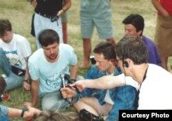 «Басовішча» 1992. Прэс-канфэрэнцыя. На першым пляне: Ян Максімюк, Яраслаў Іванюк, Мікола Ваўранюк