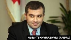 Вчера спикер парламента Давид Бакрадзе заявил, что к изначально предложенным четырем пунктам добавлен еще один, в котором учтены все рекомендации НПО, наблюдающих за предвыборными процессами в Грузии
