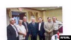 في الصورة جانبا من لقاء رؤساء الجالية العراقية بولاية ميشغن بالقنصل العراقي الجديد السيد لؤي نوري بشار, الذي يبدو الرابع من اليمين, وإلى يمينه السيد نبيل رومايا. رئيس لجنة تنسيق منظمات الحالية العراقية بالولايات المتحدة.