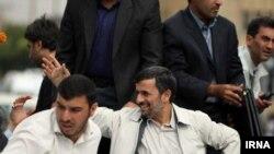 محمود احمدی نژاد در سفر استانی خود به همدان که هفته گذشته انجام شد.