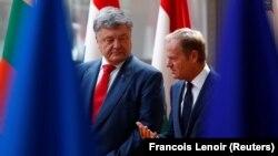 Глава Совета ЕС Дональд Туск и президент Украины Петр Порошенко на встрече в Брюсселе, 9 июля 2018 года.