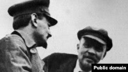 Lav Trocki (L) i Lenjin u Moskvi, januar 1920. godine