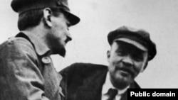 Lev Trotski și Vladimir Lenin la Moscova în ianuarie 1920
