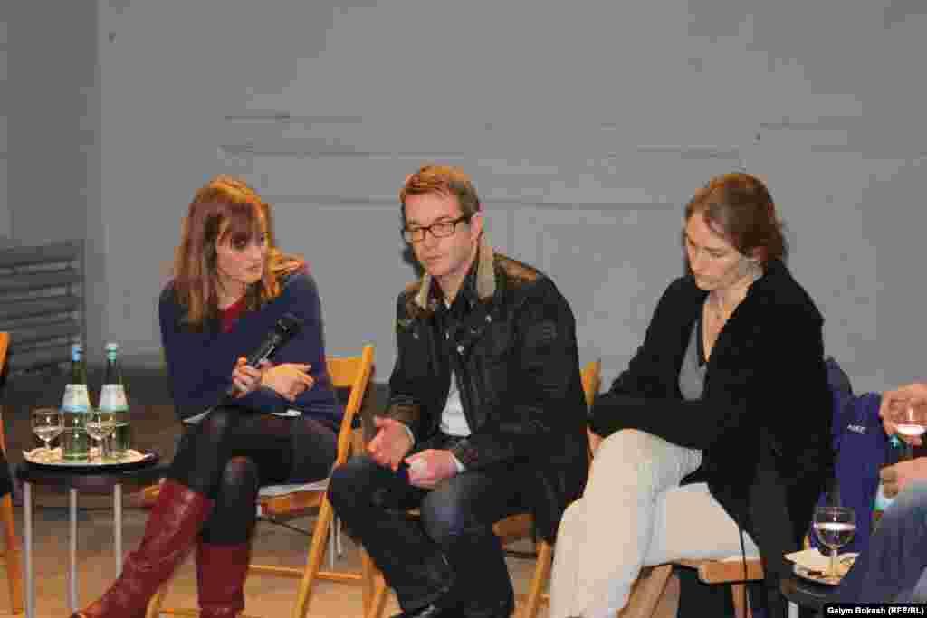 Дискуссияға жергілікті белгілі театр өнері саласының мамандары қатысты.