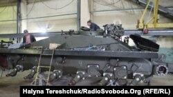 Виробничий процес на Львівському бронетанковому заводі, липень 2014 року