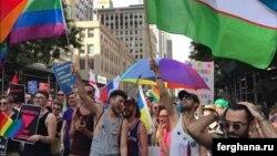 Узбекские гей-активисты несли флаг своей родины во время крупнейшего гей-парада в Нью-Йорке в 2017 году. Фото информагентства «Фергана».
