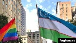 Узбекские гей-активисты несут флаг своей родины во время крупнейшего гей-парада в Нью-Йорке.