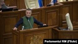 Octavian Țîcu de la tribuna Parlamentului
