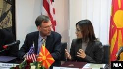 Амбасадорот на САД Пол Волерс и министерката за внатрешни работи Гордана Јанкуловска