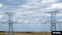 Высоковольтные линии электропередач между Карагандой и Темиртау.