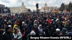 Несанкционированный митинг в Кемерово после смертельного пожара, архивное фото