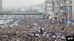 صدها هزار نفر از معترضان به نتایج انتخابات روز دوشنبه ۲۵ خرداد در تهران راهپیمایی کردند.