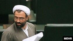 حمید رسایی از نمایندگان حامی دولت محمود احمدینژاد در مجلس شورای اسلامی ایران است.