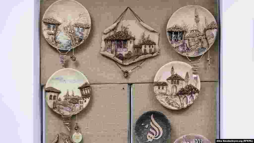 Роботи Аліси Татарової, виставлені в арт-центрі Fes уСімферополі