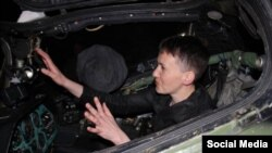 Надежда Савченко села за штурвал вертолета