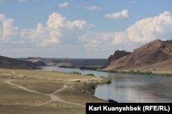 Іле өзені. Алматы облысы, 8 шілде 2013 жыл. (Көрнекі сурет)