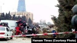 Обломки обрушившегося здания придавили автомобиль на проезжей части